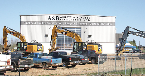 Arnett and burgess hosts huge crowd for grand opening of for Burgess builders